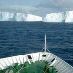 Antarktis Schiff Bug Eisberg